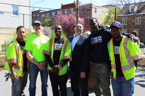 Philadelphia Water Commissioner Howard Neukrug and Philadelphia Water Environmental Scientist Alex Warwood with PowerCorpsPHL workers.
